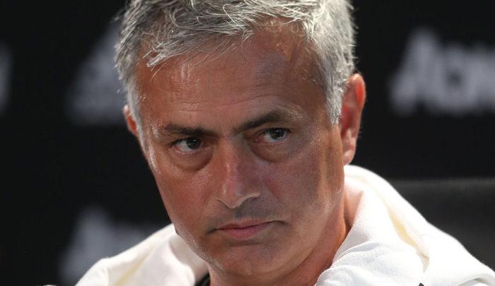 Mourinho: «Si Florentino quiere a De Gea, hablaremos por mensajes»