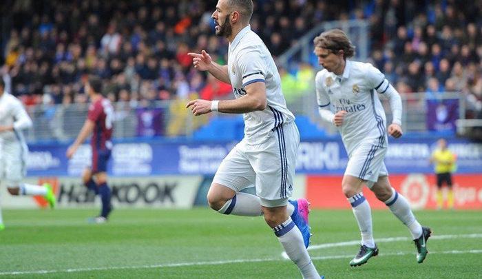 Benzema rompe el esquema del Real Madrid en Ipurua (1-4)